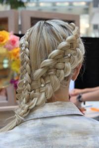 gorgeous-side-braid-hairstyles-with-rhinestones-hair-pins-best-wedding-hairstyles-muhtesem-gelin-saci-modelleri-orgu-sac-modelleri
